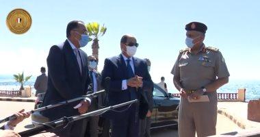 شاهد.. الرئيس السيسي يقوم بجولة تفقدية بمنطقة المنتزه التاريخية بالإسكندرية