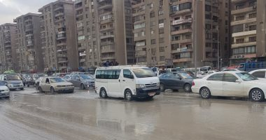 توقف حركة المرور بسبب كسر بماسورة مياه بمحور الأوتوستراد