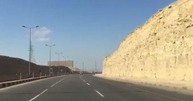 إعادة فتح طريق الأقصر – نجع حمادى بعد تحسن الرؤية أمام السائقين