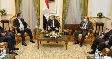 وزير الإنتاج الحربى يبحث مع سفير مصر بجنوب أفريقيا التعاون المشترك