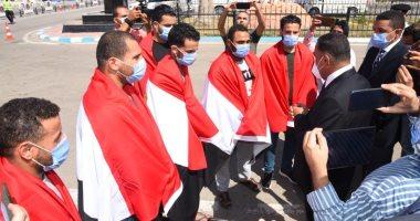محافظ مطروح يستقبل العائدين من ليبيا بعد تدخل السلطات المصرية والإفراج عنهم