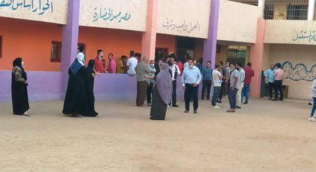 زحام الناخبين على لجان التصويت بمنشأة القناطر بانتخابات مجلس النواب