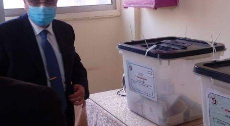 وزير الكهرباء يدلى بصوته فى انتخابات مجلس النواب بالعجوزة