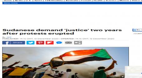 ديلي ميل :آلاف المتظاهرين الغاضبين في السودان في الذكرى الثانية للانتفاضة