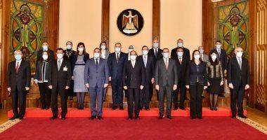الرئيس السيسي مع الوفد العراقى