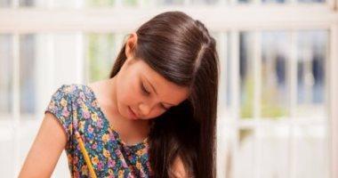 8 حيل تساعد طفلك على إنجاز واجباته المدرسية.. المكافآت والقراءة المشتركة الأبرز
