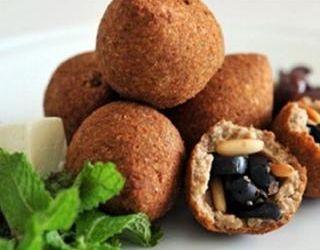 سفرة كاملة من المطبخ اللبناني.. المدخن وكبة بالزيتون والتبولة