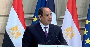 الرئيس السيسى يضع إكليلا من الزهور على قبر الجندى المجهول بقوس النصر بباريس