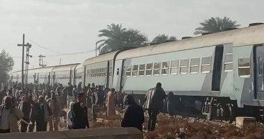 خروج قطار ركاب الأقصر – الإسكندرية عن القضبان فى قنا دون إصابات