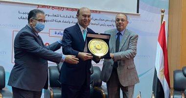 الفريق مهاب مميش: لن أنسى طوابير المصريين لشراء شهادات قناة السويس