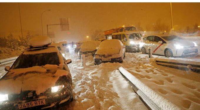 الثلوج تغطي شوارع مدريد
