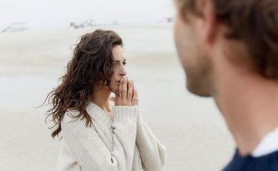 دراسة علمية تكشف السر .. لماذا لا يستمع الرجال لحديث زوجاتهم؟
