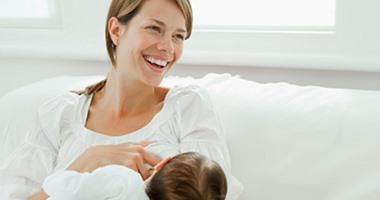 هل ينتقل فيروس كورونا من الأم المصابة للطفل أثناء الرضاعة؟ الصحة تجيب
