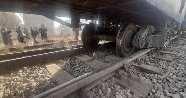 خروج 3 عربات قطار بضائع عن القضبان الحديدية بملوى فى المنيا