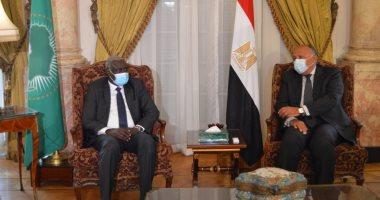 وزير الخارجية يستقبل رئيس مفوضية الاتحاد الأفريقى فى قصر التحرير
