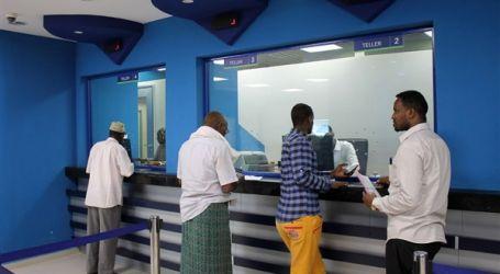 الصومال يطالب المنظمات الدولية باستخدام البنوك الوطنية