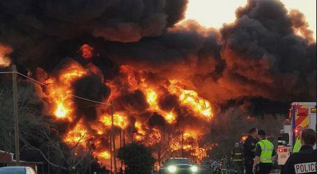 انفجار كبير يهز ولاية تكساس الأمريكية بسبب تصادم شاحنة بقطار محمل بالبنزين