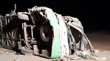 مصرع 4 أشخاص وإصابة 46 حصيلة ضحايا أتوبيس طريق أبوسمبل بأسوان.. صور