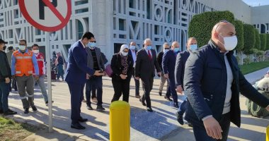 محافظ الاقصر يستقبل وزيرة الصحة
