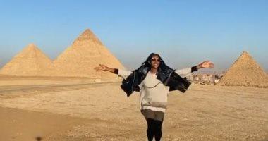 ناعومى كامبل تزور الأهرامات وتروج للسياحة فى مصر بفيديو على إنستجرام
