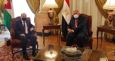 سامح شكري يبحث مع وزير الخارجية الأردني تبادل الرؤى بالقضايا محل الاهتمام المشترك