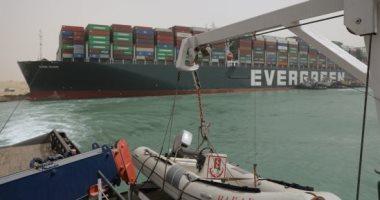 نجاح جهود تحريك السفينة الجانحة بقاة السويس