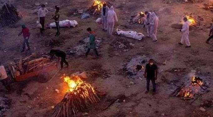 حرق جثث كورونا في الهند